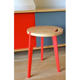 Tabouret design pieds rouge Canne en chêne sur LaCorbeille.fr