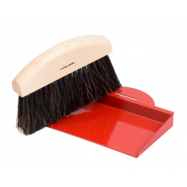 Set of dust brush and its crumb tray
