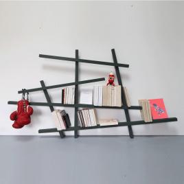 Petite bibliothèque Mikado en bois laqué de la marque Compagnie sur LaCorbeille.fr
