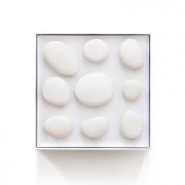 Patère Galet en porcelaine X9 de la marque Maomi sur LaCorbeille.fr