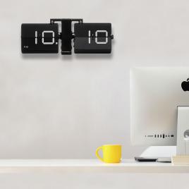 Horloge FLIPPING OUT de la marque Cloudnola sur LaCorbeille.fr