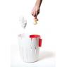 petit pot design rouge pour déchet humide Basket Bin Konstantin Slavinski sur LaCorbeille.fr